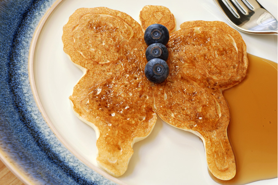 butterfly-shaped-pancakes-blueberries