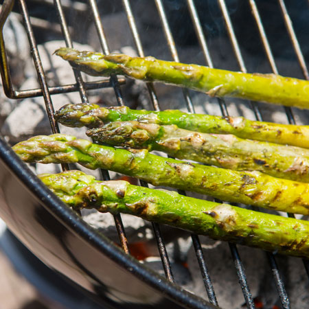 Grilled-Asparagus-on-Barbecue