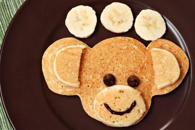 monkey-face-shaped-pancake-with-bananas