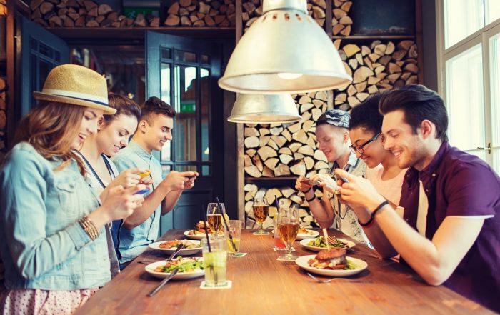 Friends-Restaurant-Smart-Phones