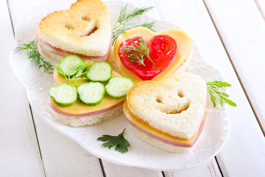 heart-shaped-smiley-face-cheese-ham-sandwich